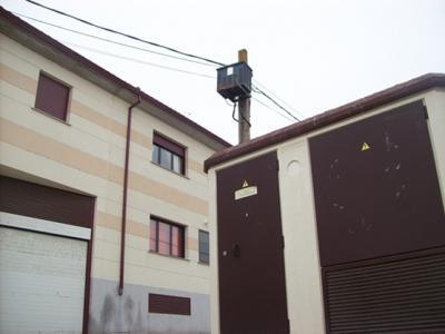 IU de Miranda de Azán solicita la retirada de un transformador del caso urbano